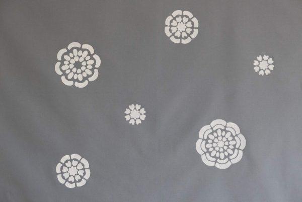 Blütentreiben (Grau)
